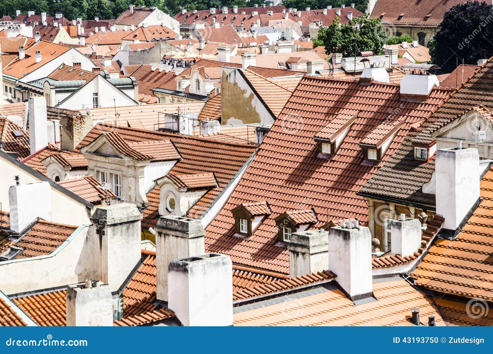 Telhados de telhas vermelhas