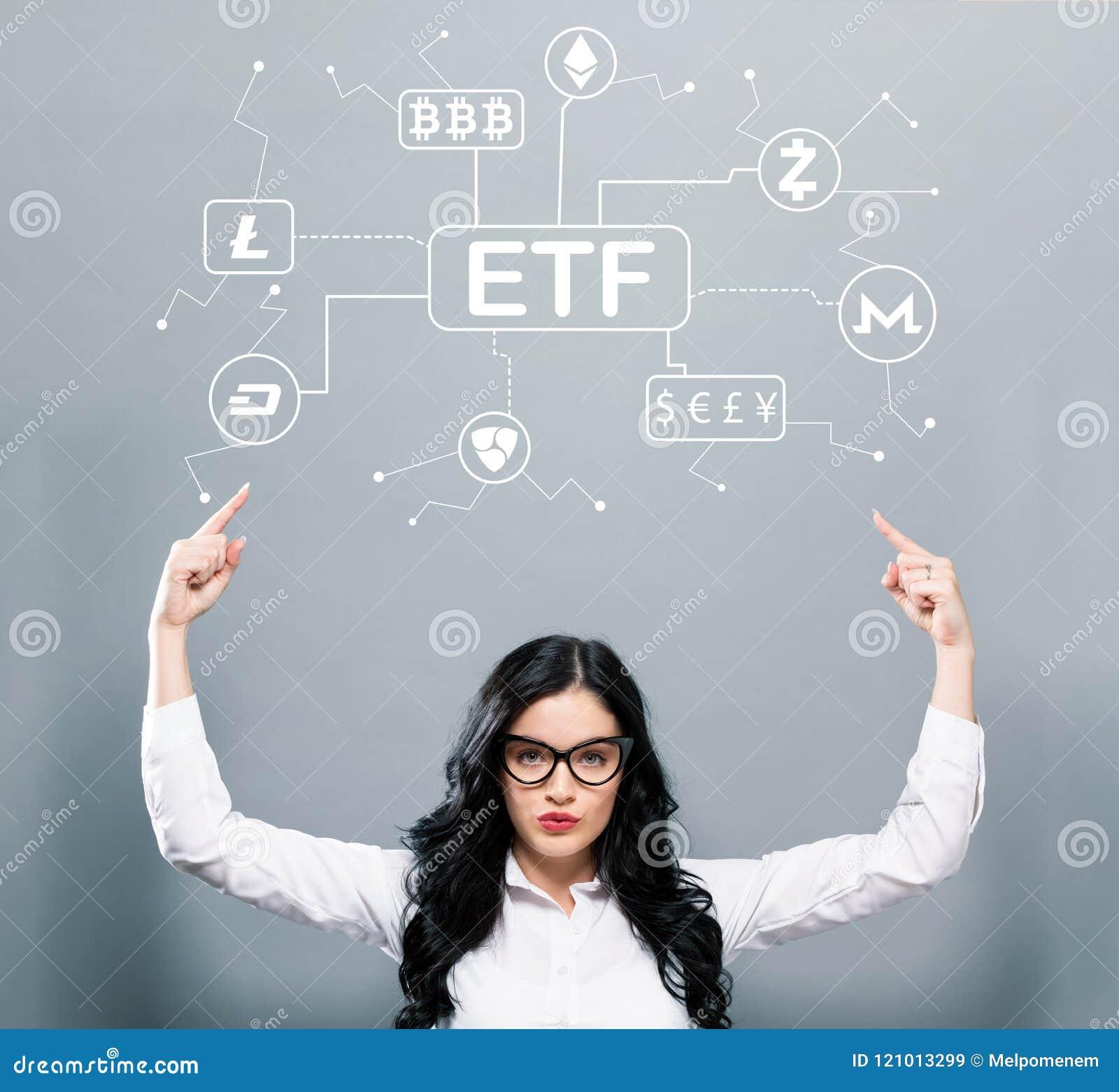 Tema de Cryptocurrency ETF com a mulher de negócio que aponta para cima