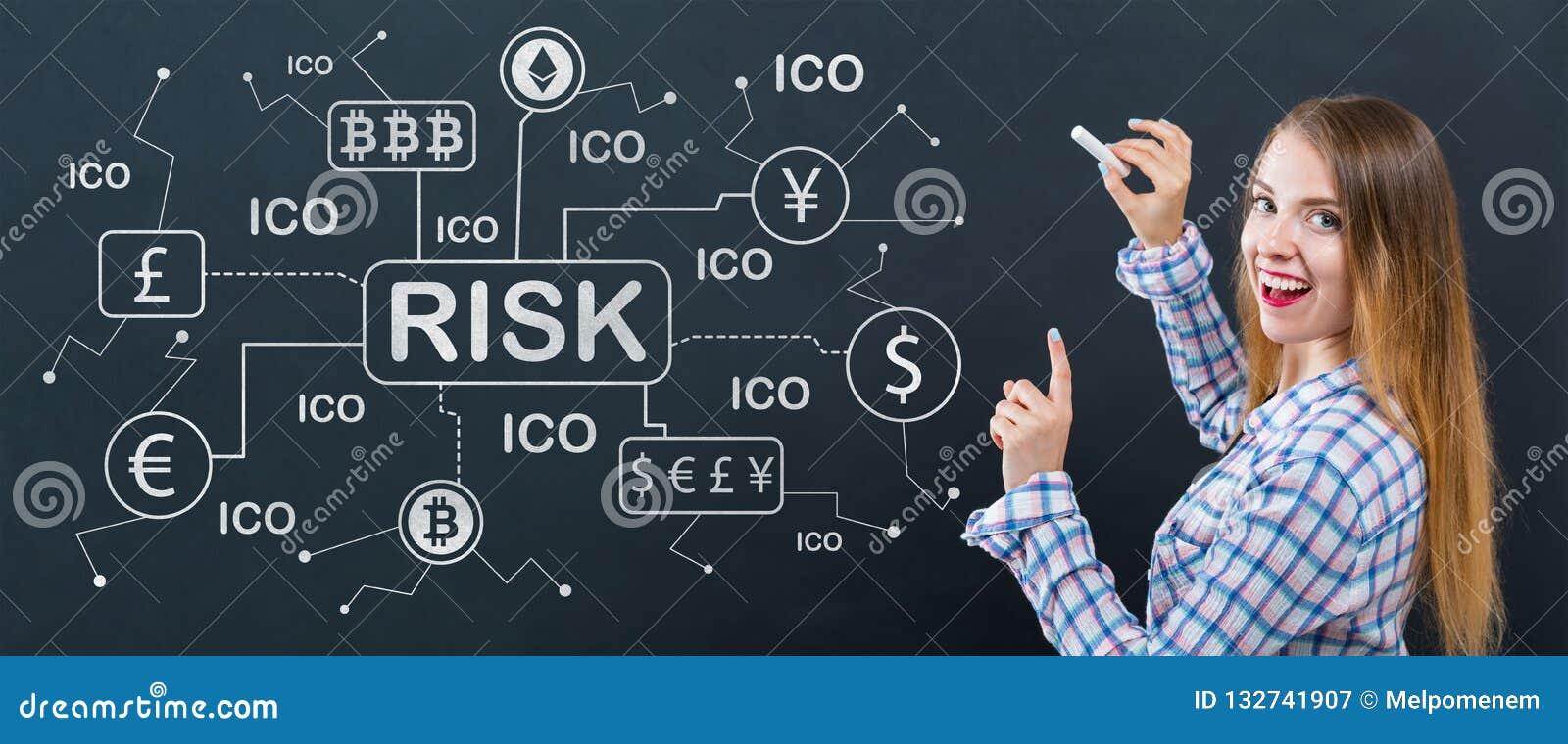 Tema del riesgo de Cryptocurrency con la mujer joven