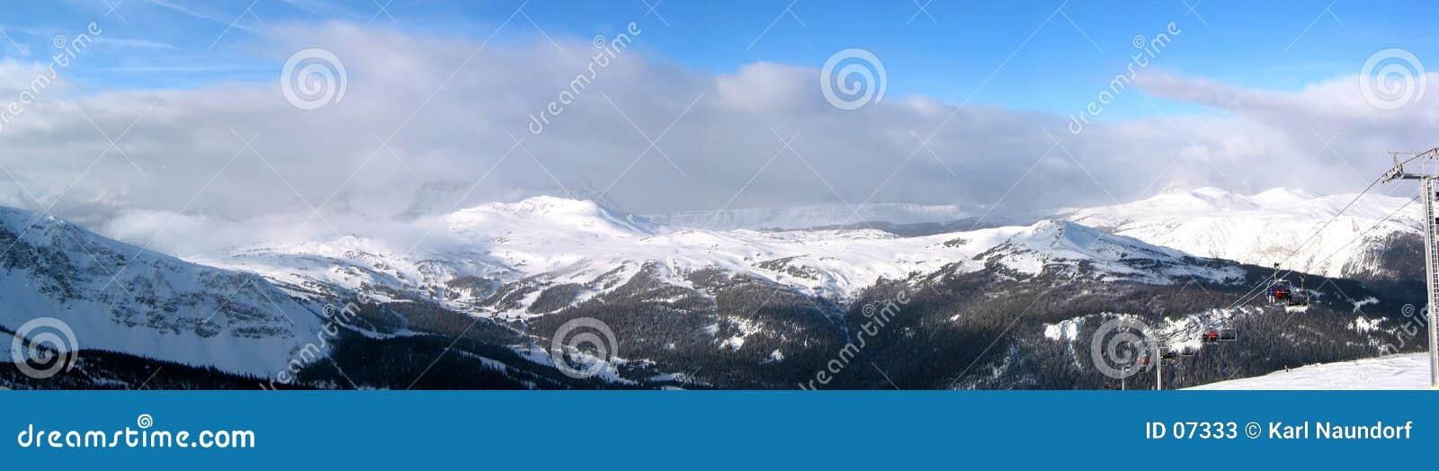 Tempête brassant dans les montagnes
