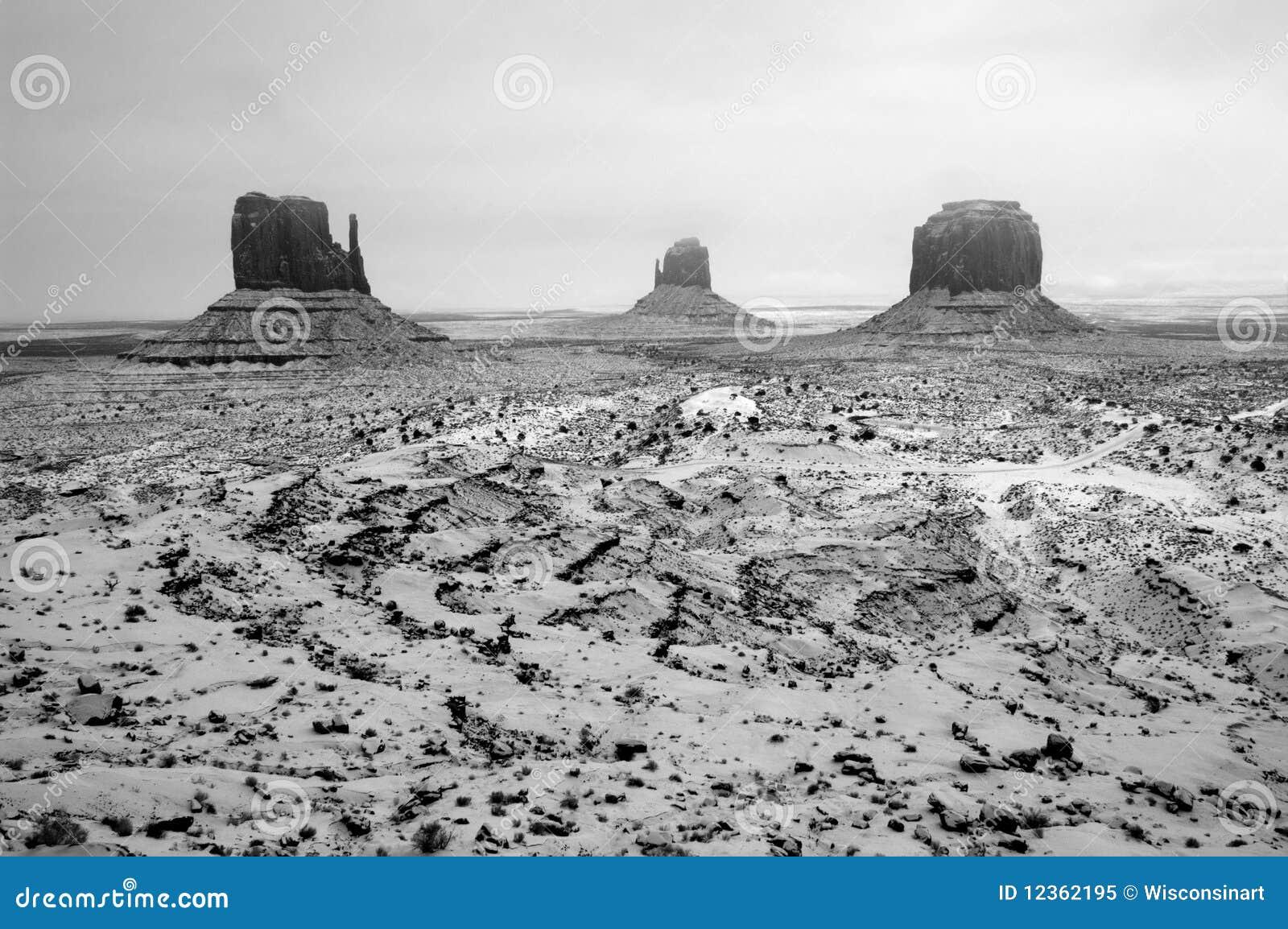 Tempête de neige, stationnement tribal de Navajo de vallée de monument