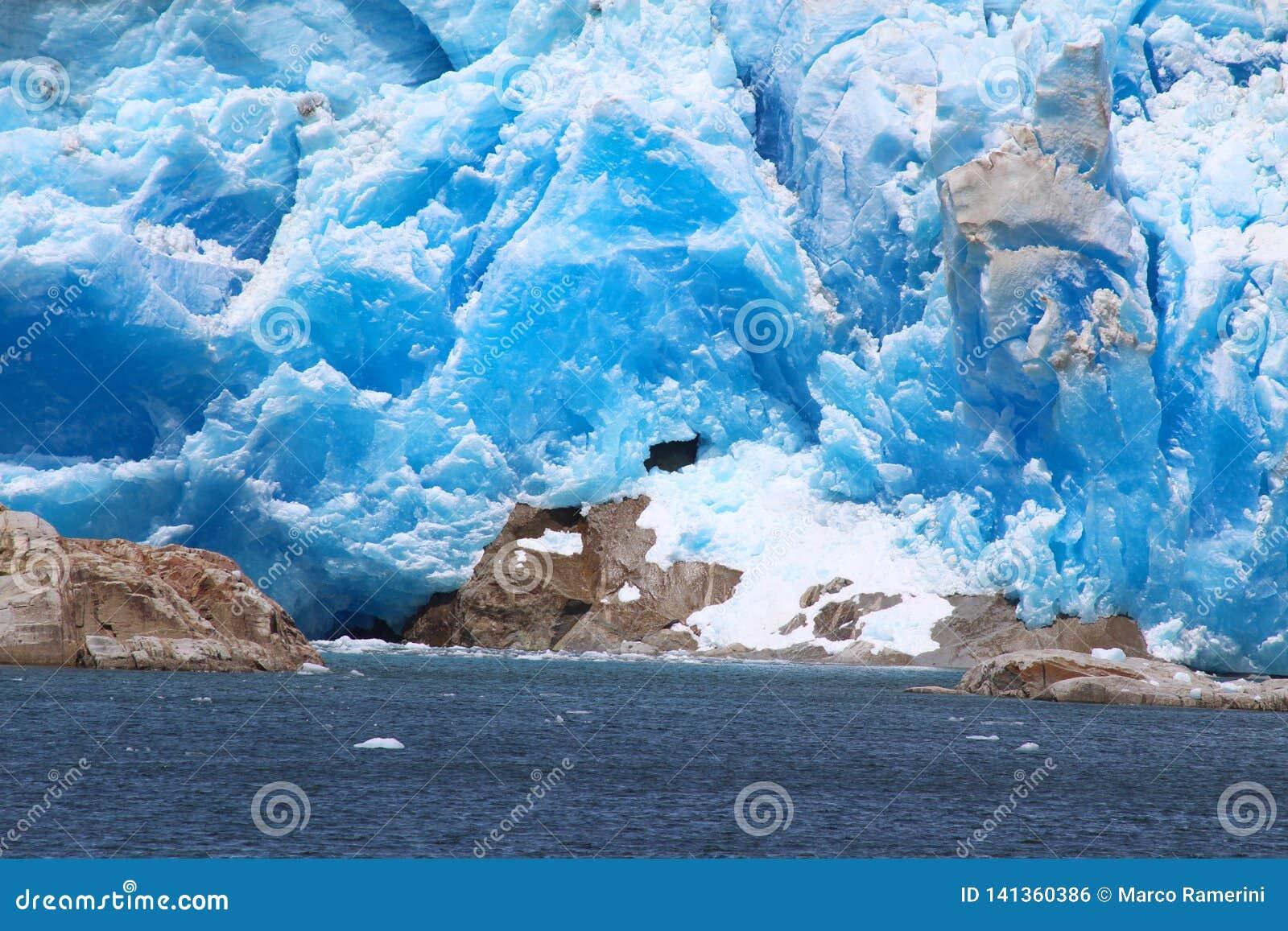 Tempano glaciär inom den Bernardo O Higgins nationalparken i Chile