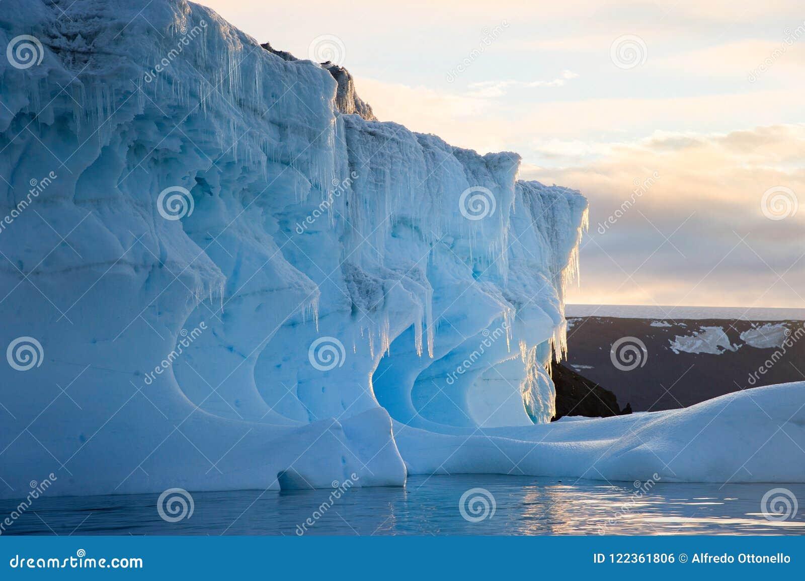 Tempanos en la peninsula Antartica
