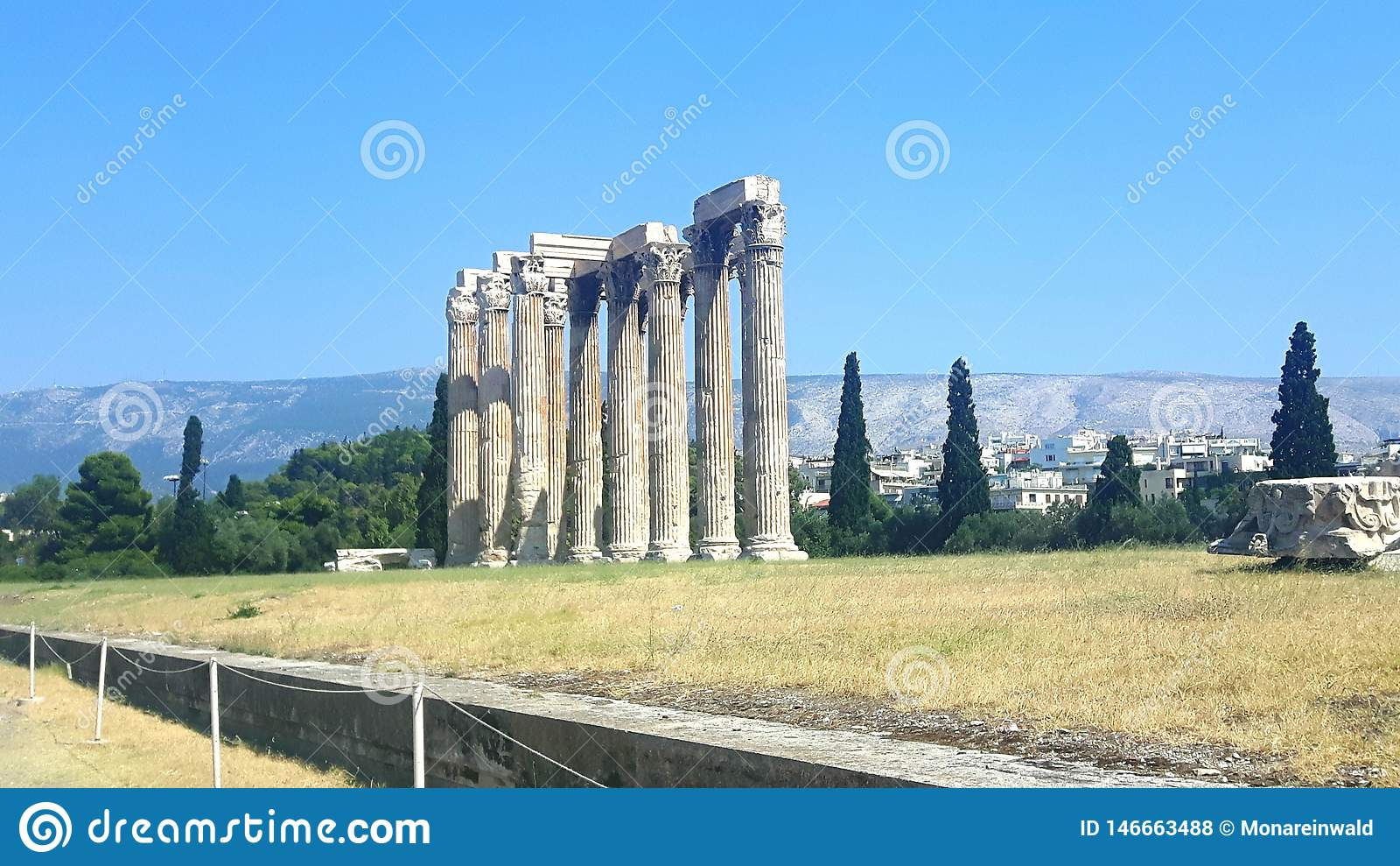 Tempel av zeusen i Athen i Grekland på ferie