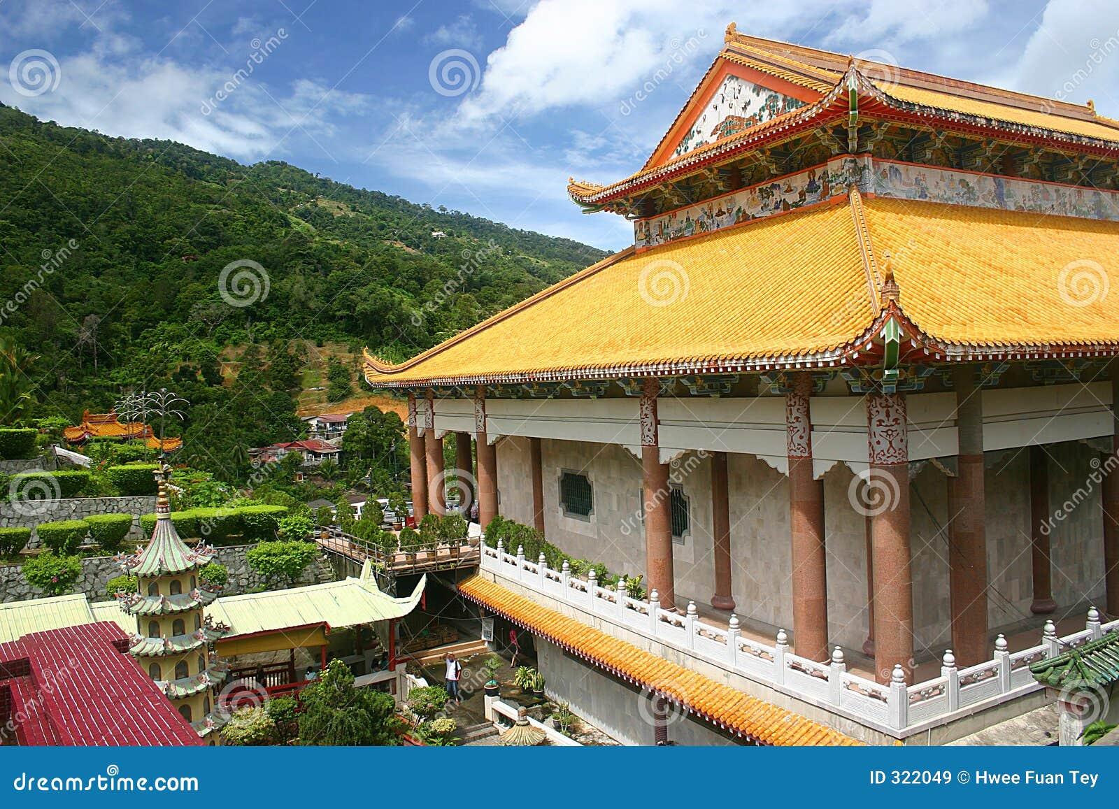 Tempel durch den Hügel