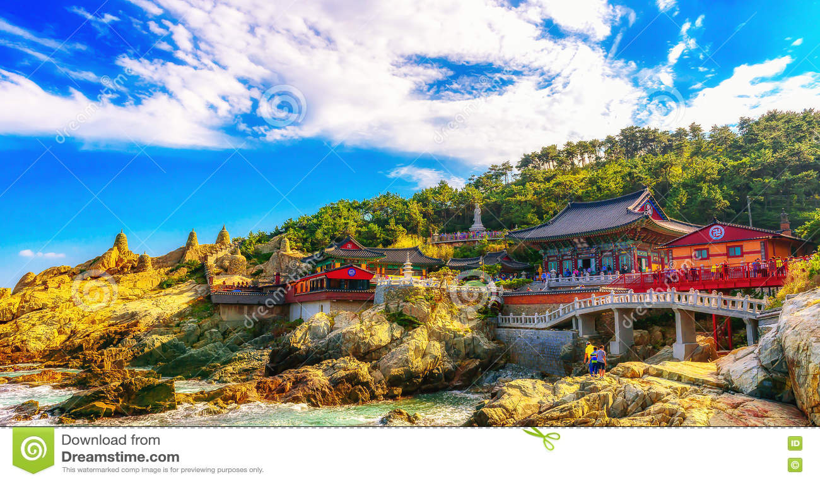 Tempel Haedong Yonggungsa und Haeundae-Meer in Busan
