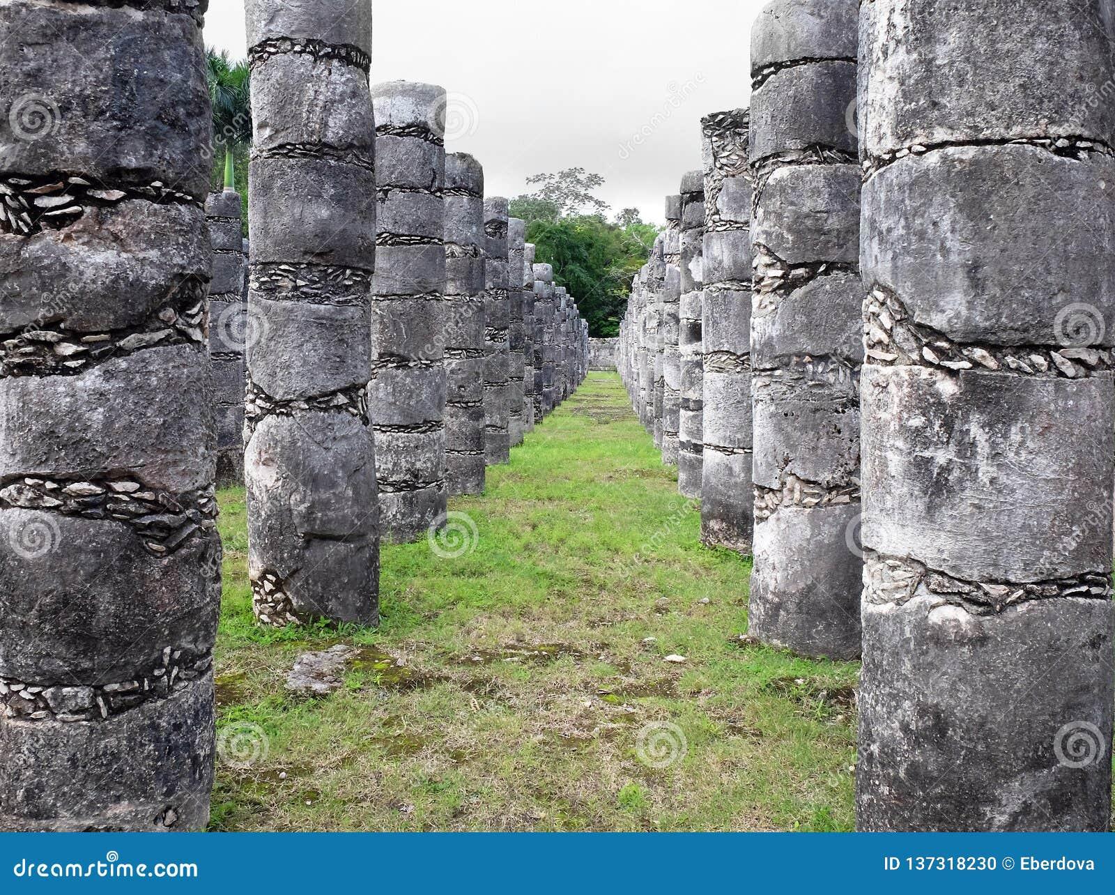 Tempel van Duizend Strijders, de archeologische plaats van Chichen Itza, Mexico