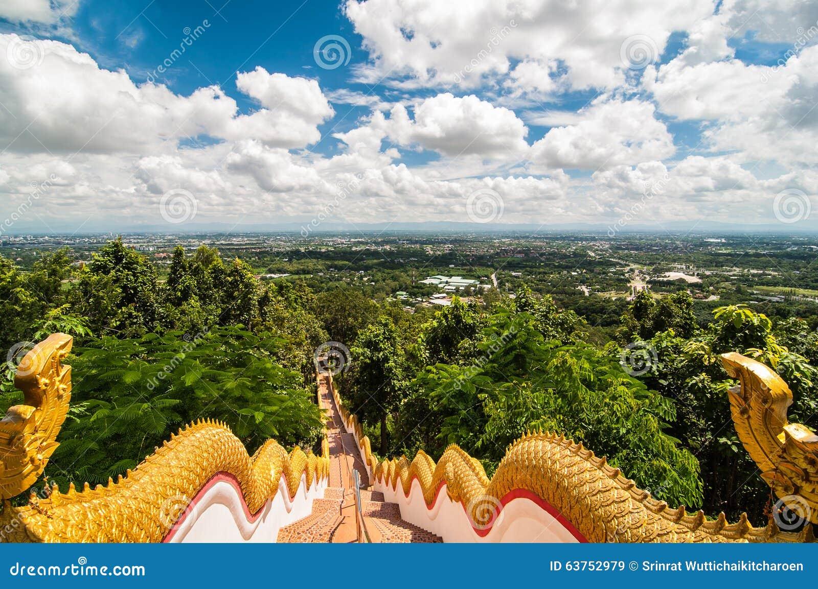 tempeltreppe mit chiang mai stadt thailand landschaft stockbild bild von wei landschaft. Black Bedroom Furniture Sets. Home Design Ideas