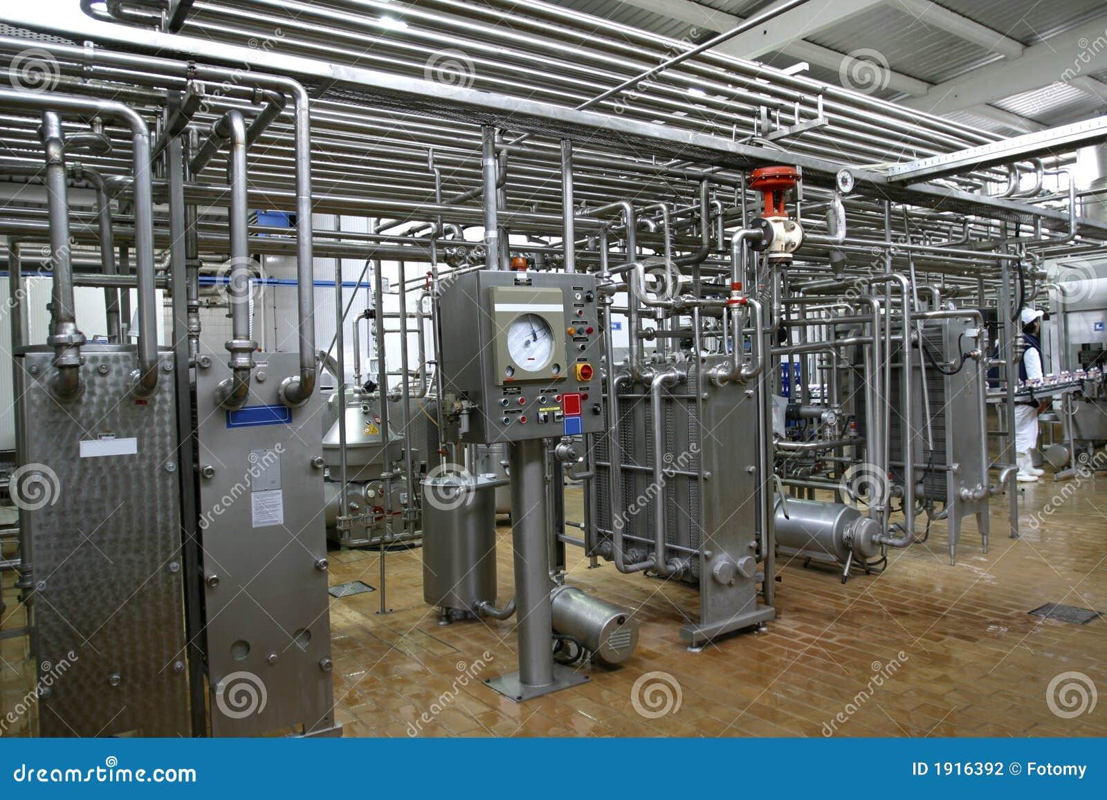 Temperaturüberwachungventile und -rohre in der Molkereiproduktionsfabrik