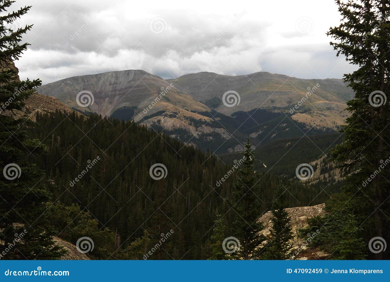 Tempesta che fa sopra le montagne