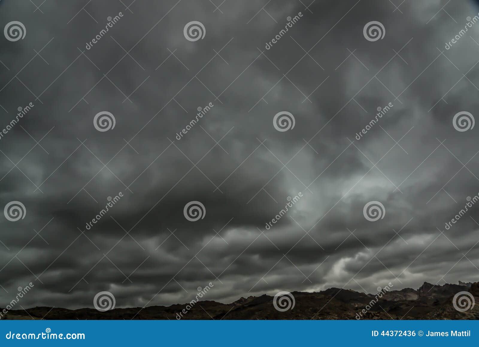 Tempesta di stagione dei monsoni