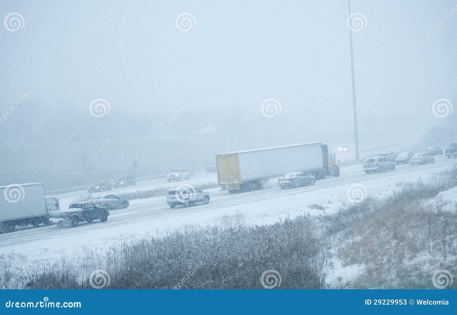 Download Tempestade Do Inverno Na Estrada Imagem de Stock - Imagem de circunstâncias, tempo: 29229953