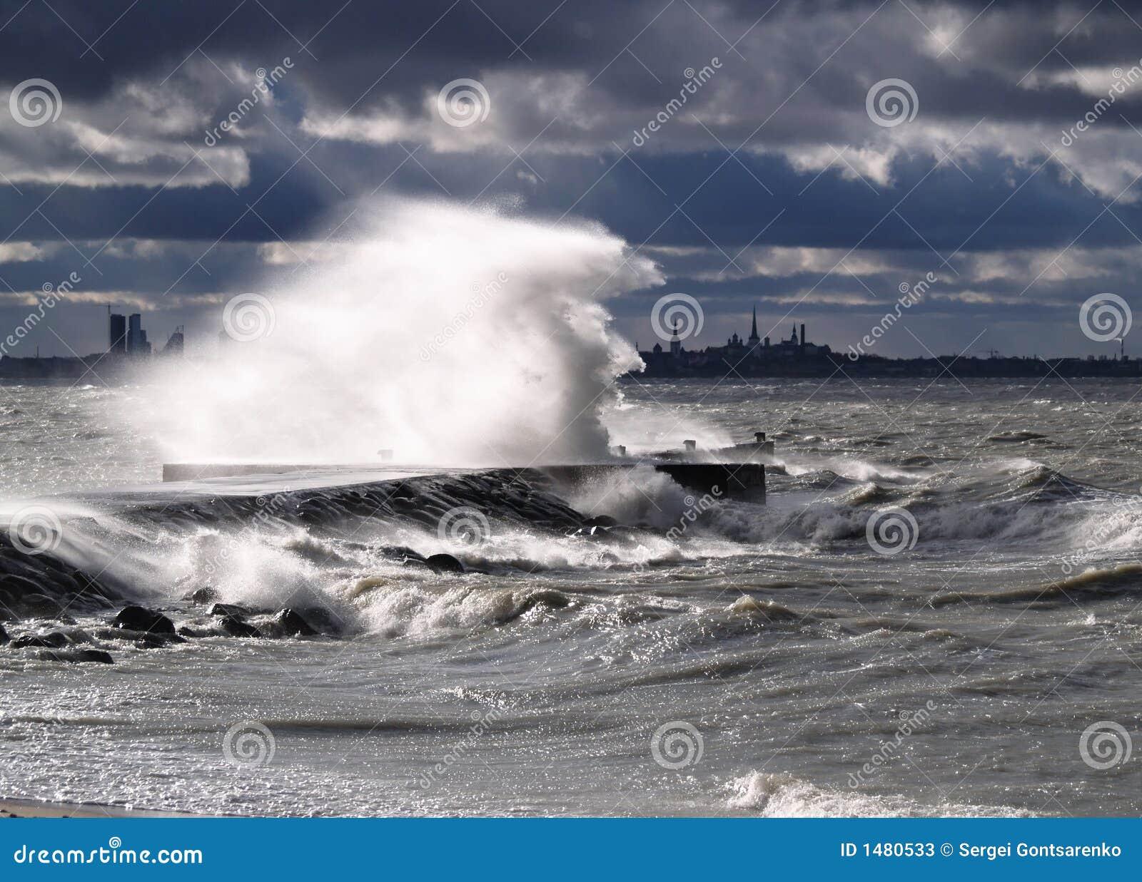Tempestade e forte vento