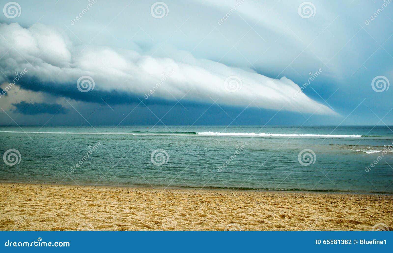 Tempestade que vem em terra