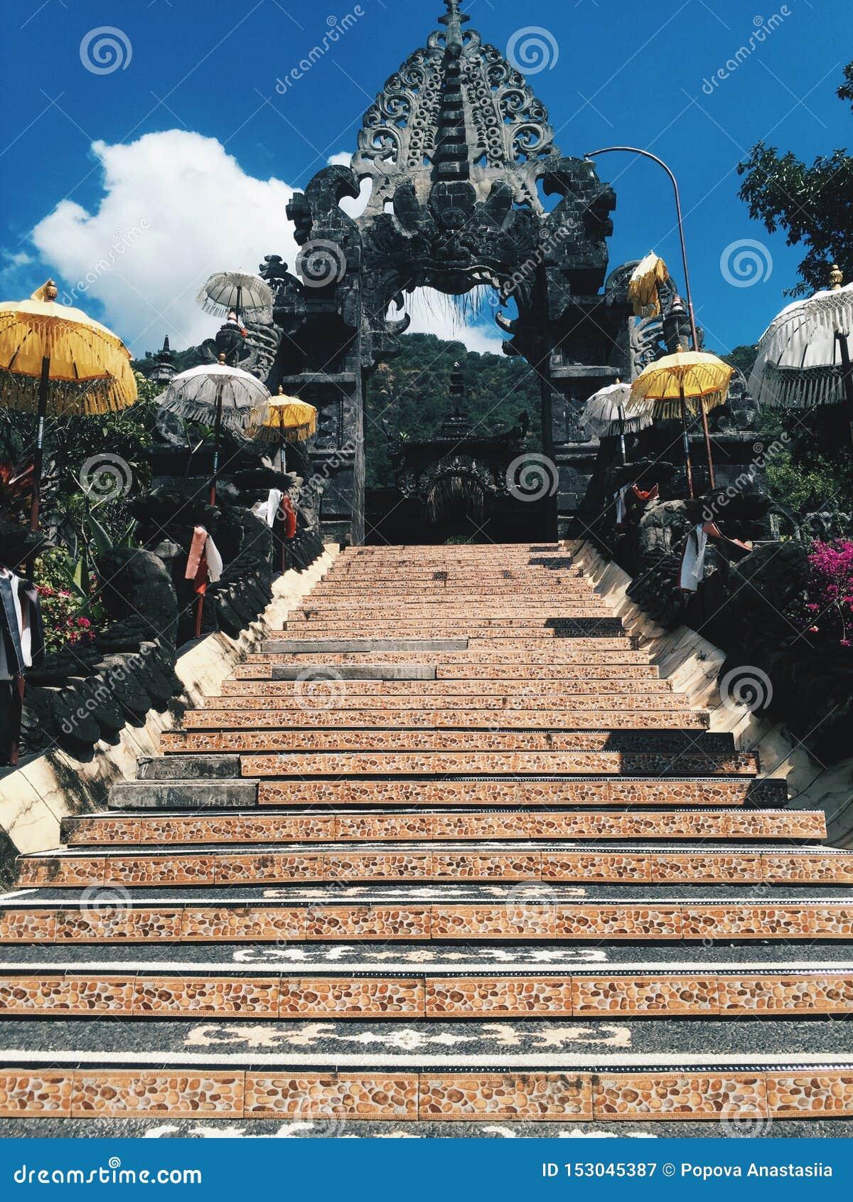 Tempio al giorno soleggiato, isola di Bali dell Indonesia