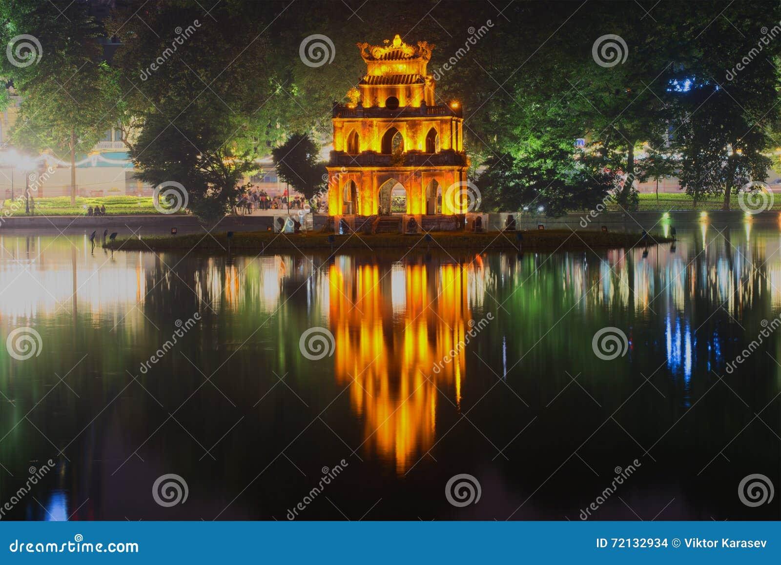 Tempio antico delle tartarughe sui precedenti del lago for Lago tartarughe