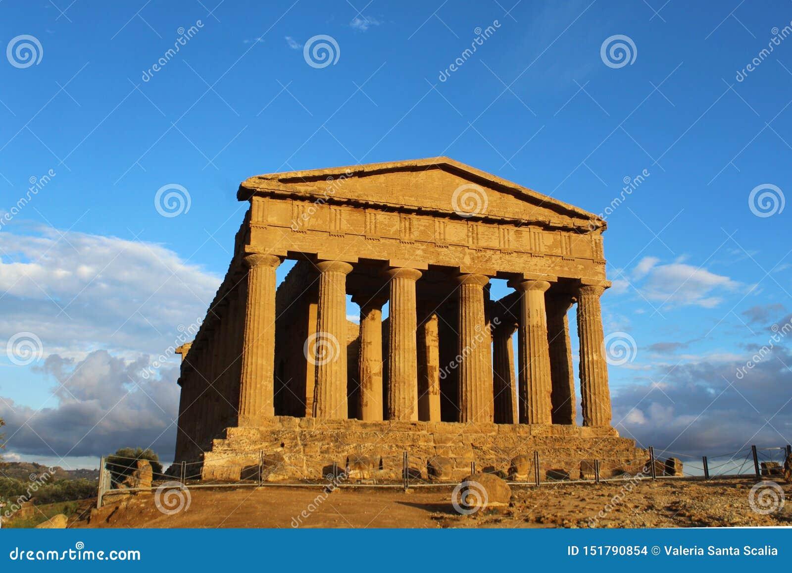 Tempio antico di accordo nella valle delle tempie, Agrigento, Italia