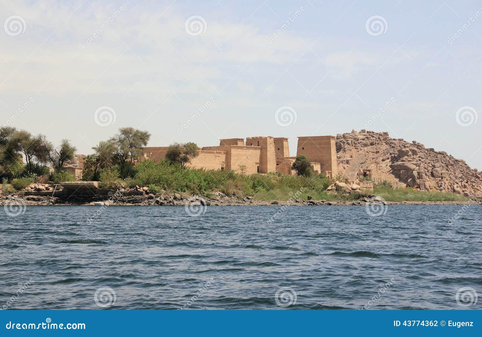 Tempio di Philae sull isola di Agilkia come visto dal Nilo Egypt