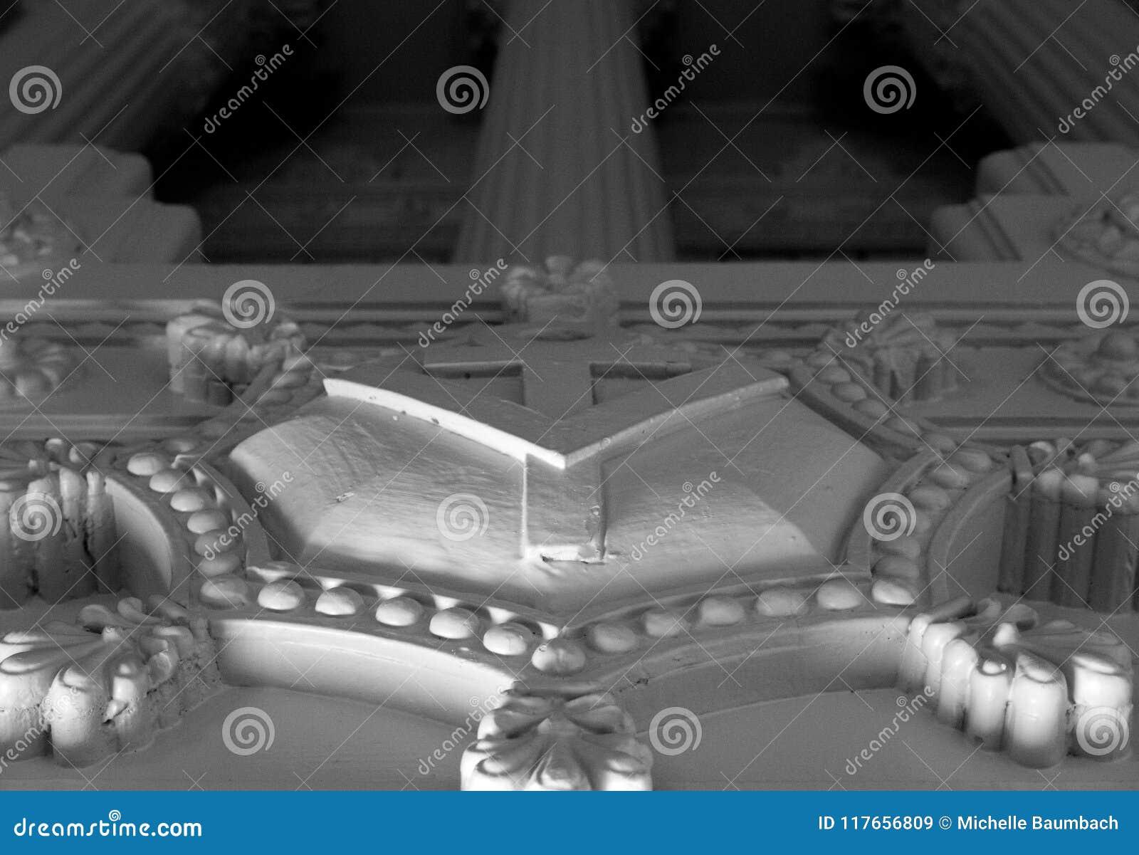Tempio massonico con le colonne di Roman Style o greche