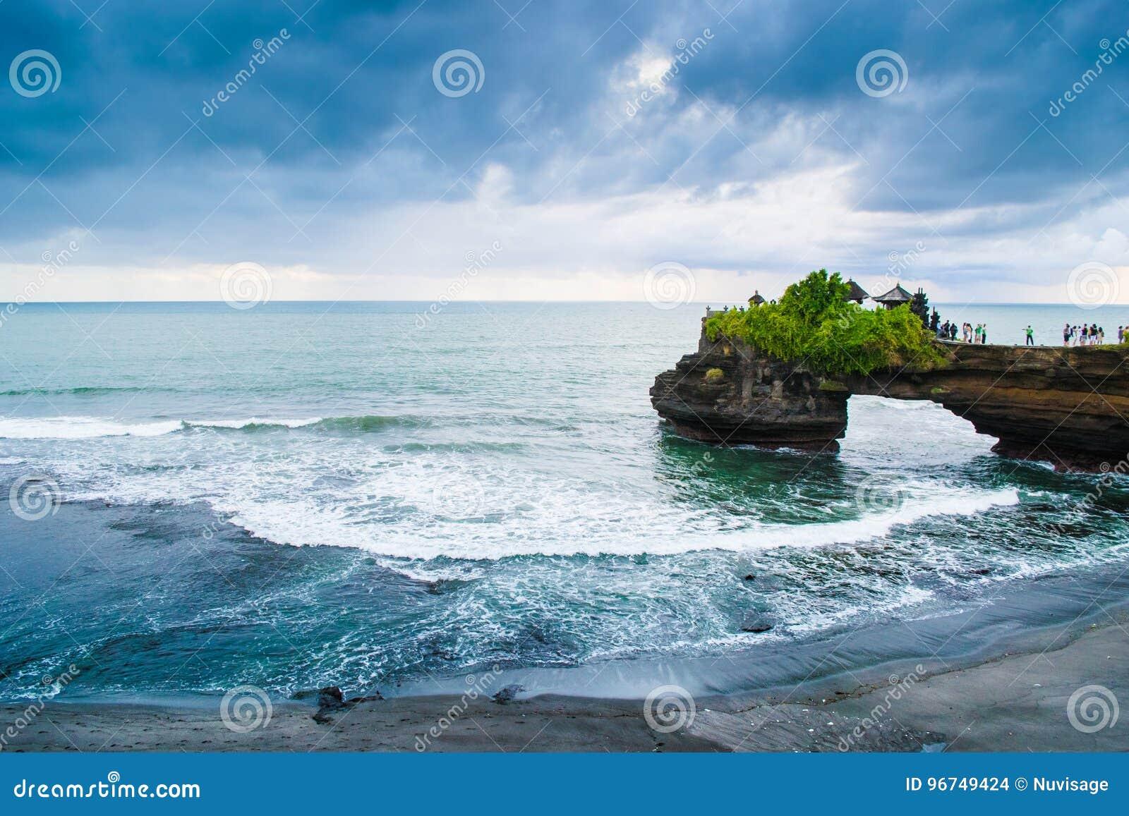 Tempio sulla scogliera, Uluwatu Bali del lotto di Tanah