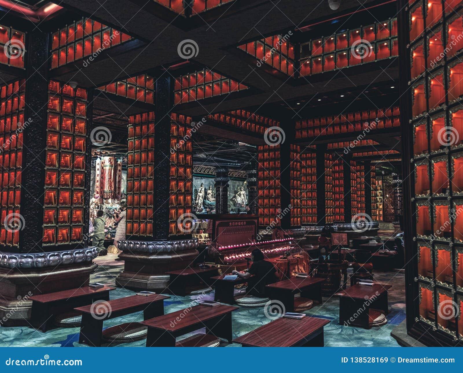 Temple asiatique de son intérieur