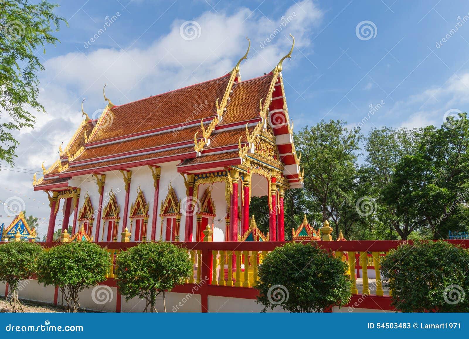 Temple avec le fond d arbre et de ciel