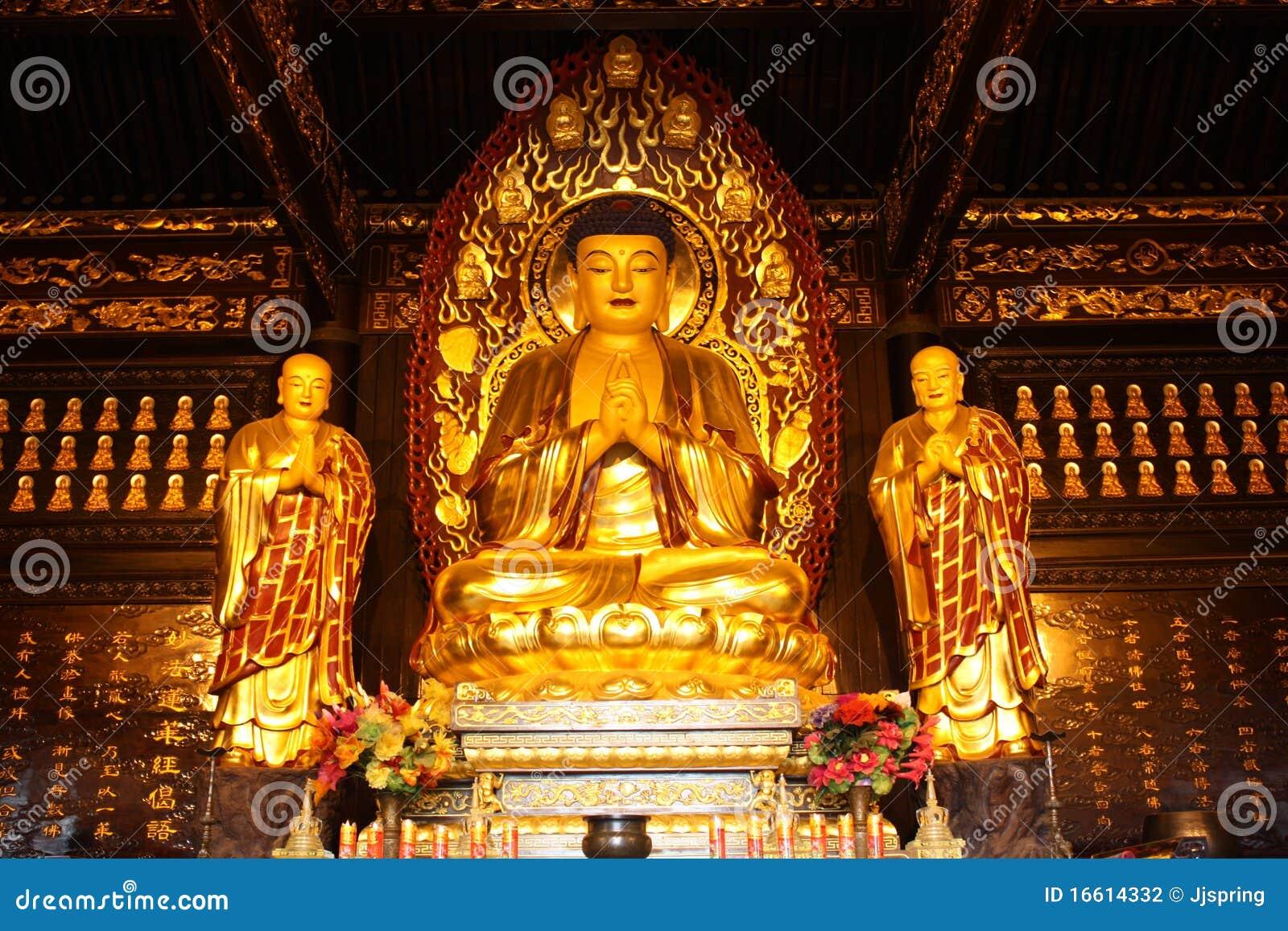 temple bouddhiste statue d 39 or de bouddha photographie. Black Bedroom Furniture Sets. Home Design Ideas