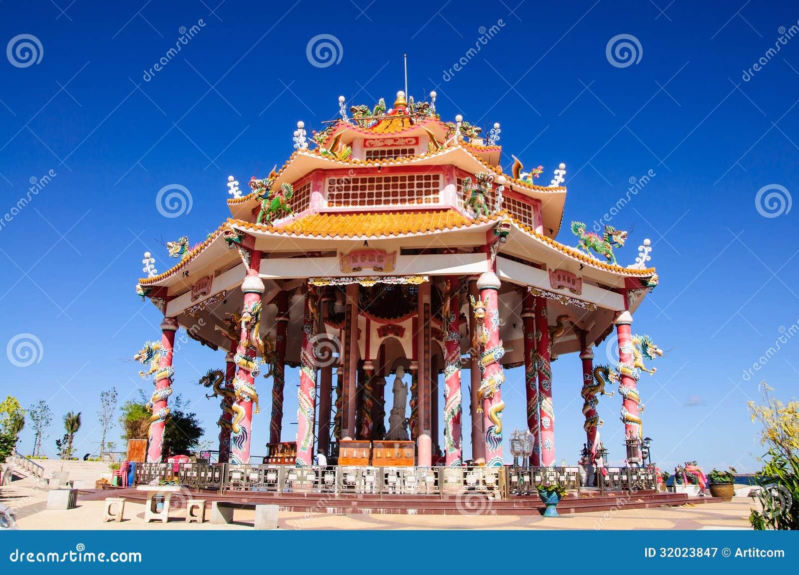 Temple chinois avec la statue de dragon image stock - Photo de dragon chinois ...