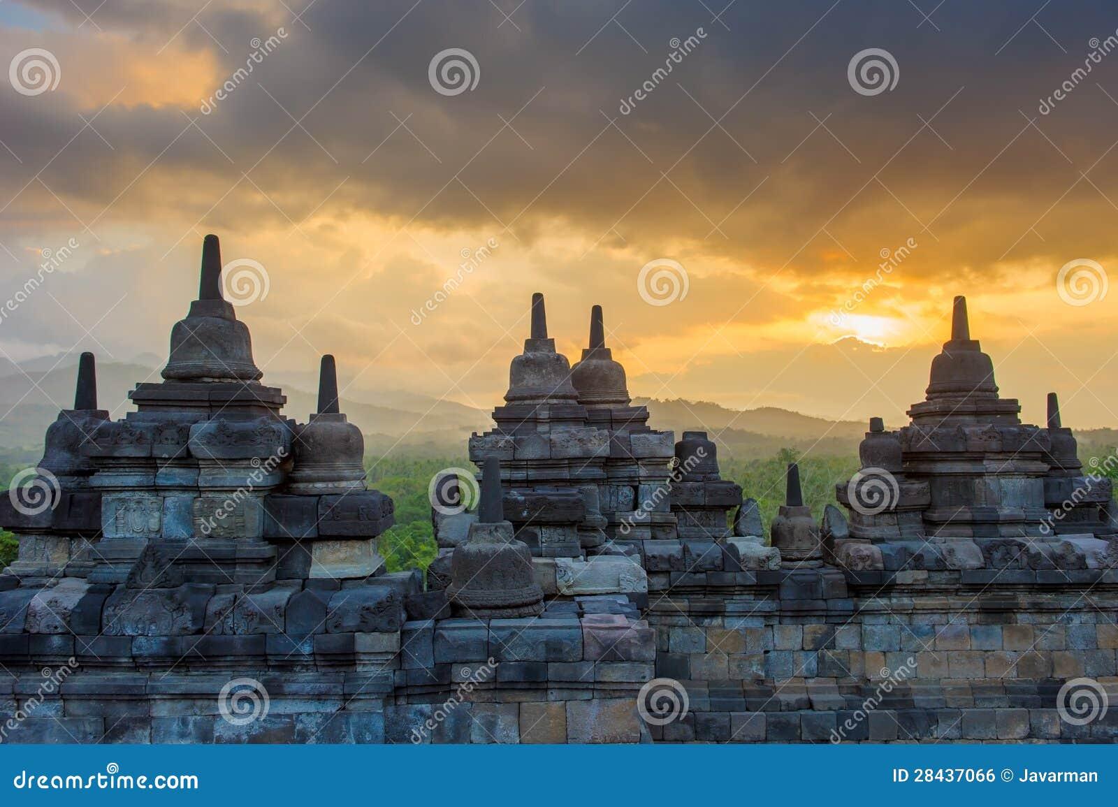 Temple de Borobudur au lever de soleil, Java, Indonésie