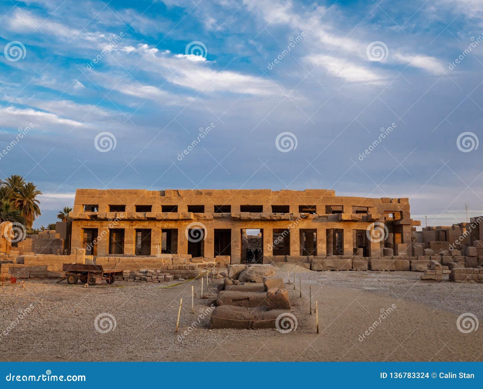 Temple de Karnak au coucher du soleil à Louxor, Thebes, Egypte