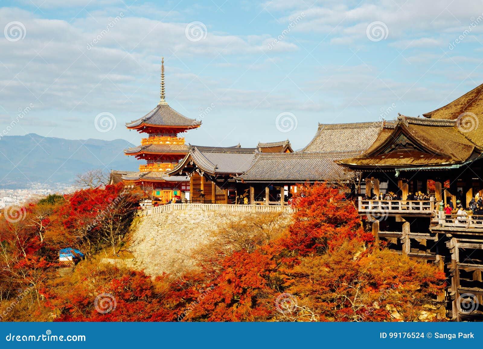 Temple de Kiyomizu-dera avec l érable coloré d automne à Kyoto, Japon