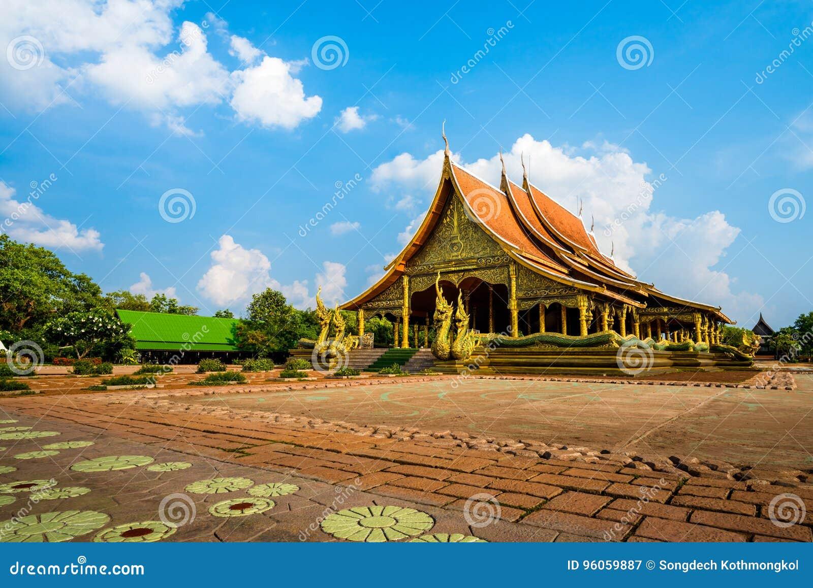 Temple de Wat Sirindhorn Wararam Phu Prao dans Ubon Ratchathani, thaïlandais