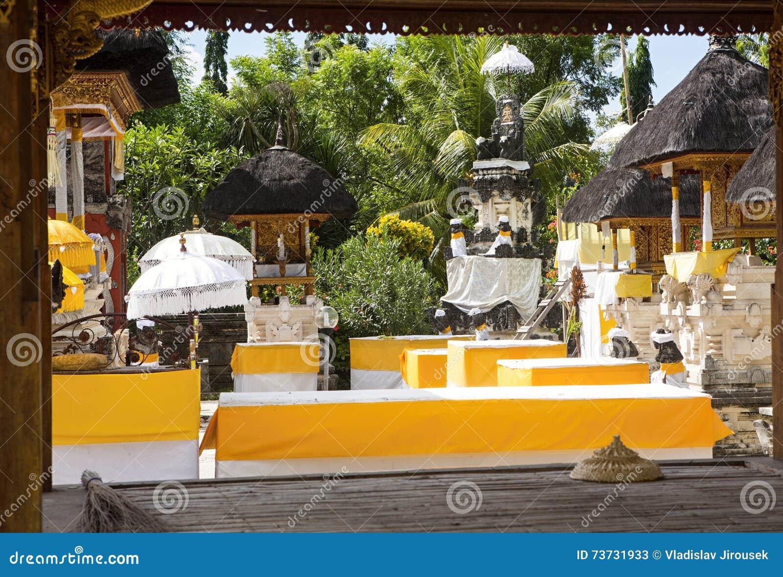 Temple hindou de fête décoré Pura Ped, à Nusa Penida-Bali, Indon