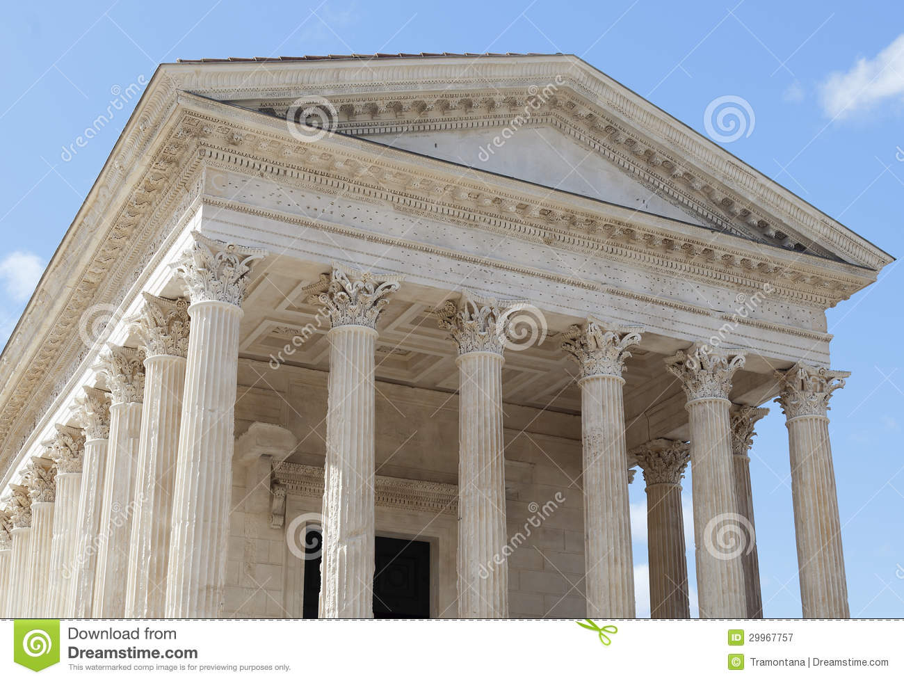 temple romain maison carree dans la ville de n mes en france du sud photographie stock libre de. Black Bedroom Furniture Sets. Home Design Ideas