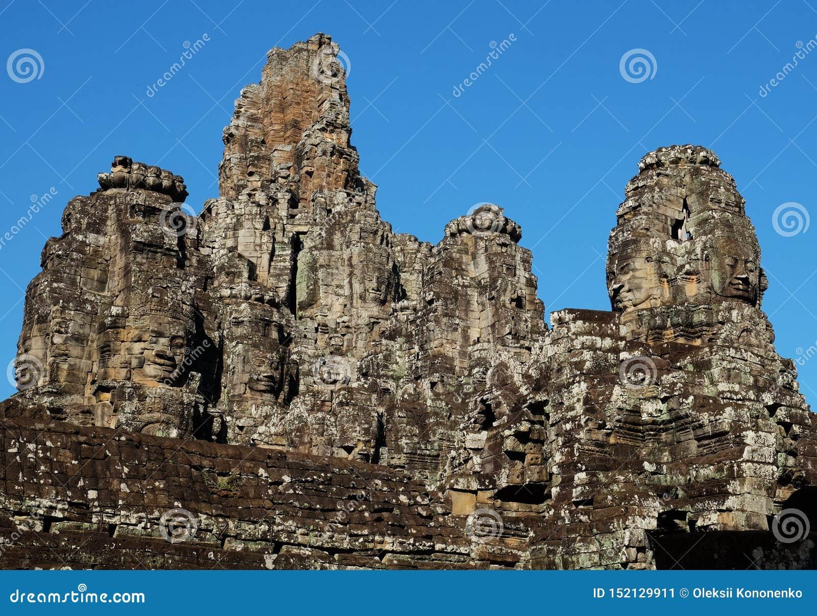 Templo antiguo monumental de Bayon en Camboya Templo medieval en Indochina Arte arquitectónico de civilizaciones antiguas Bayon