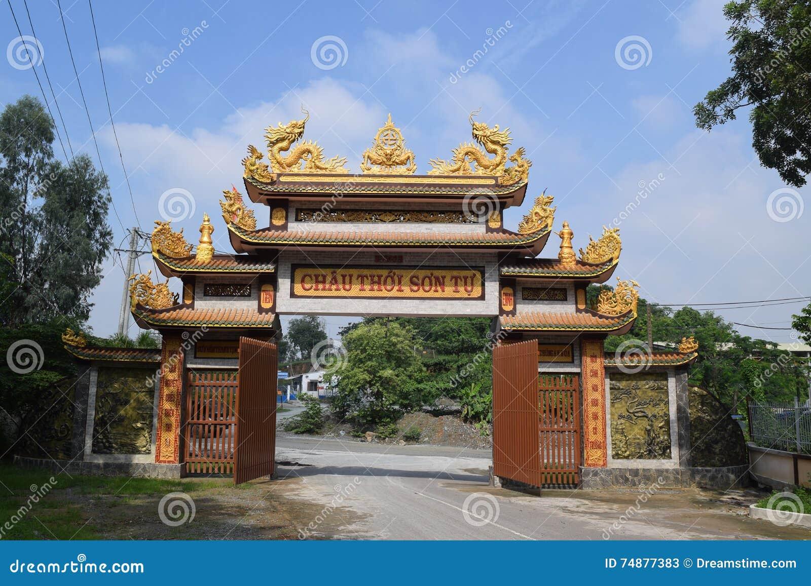 Templo da entrada de Chau Thoi na província de Binh Duong, Vietname
