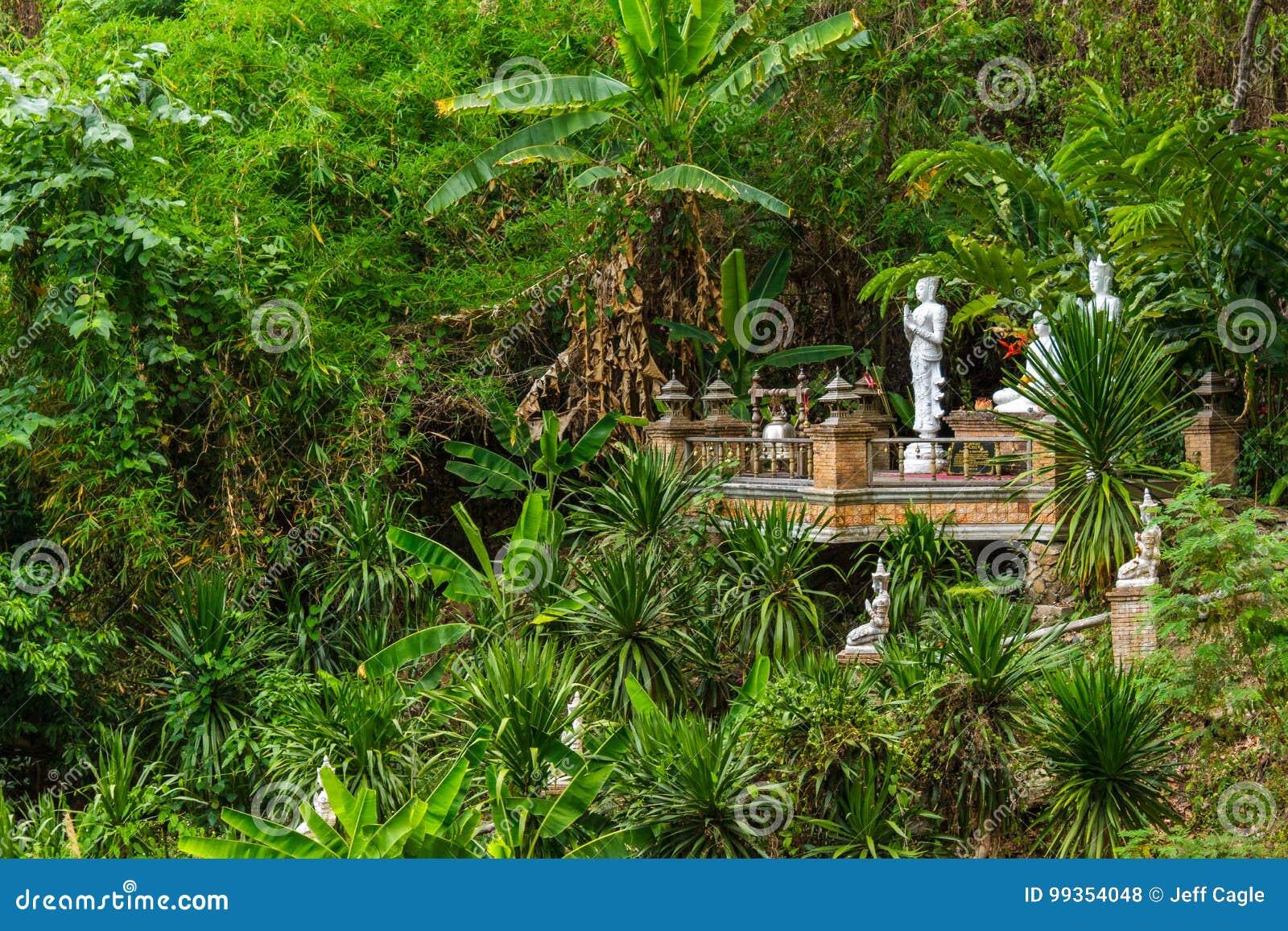 Templo da selva de Wat Pha Lat em Chiang Mai, Tailândia