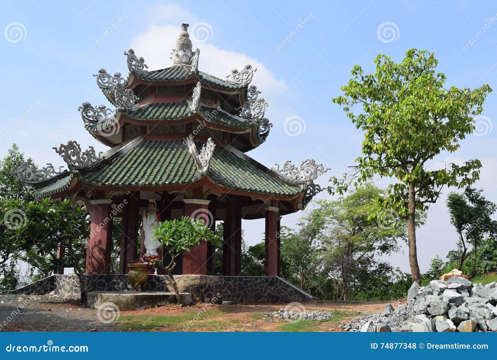 Templo de Chau Thoi na província de Binh Duong, Vietname