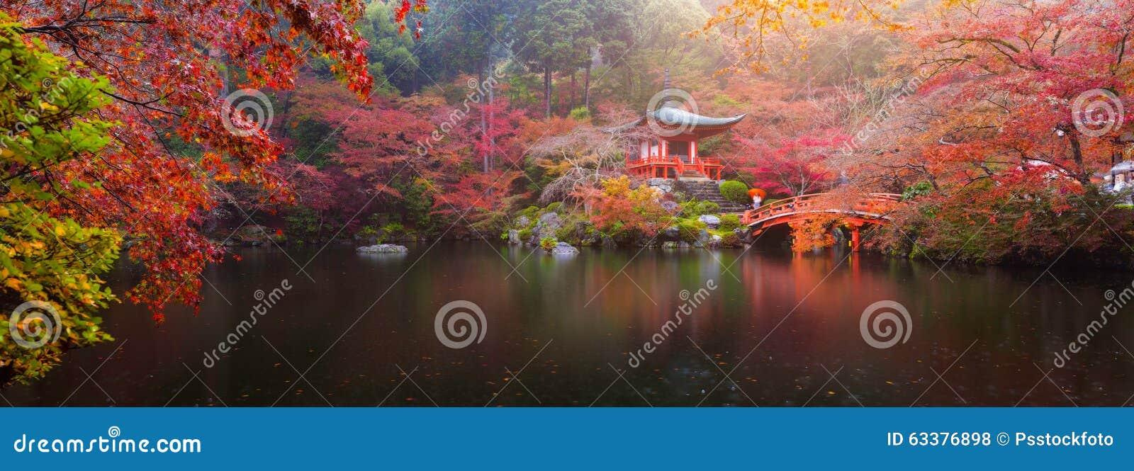 Templo de Daigo-ji en otoño