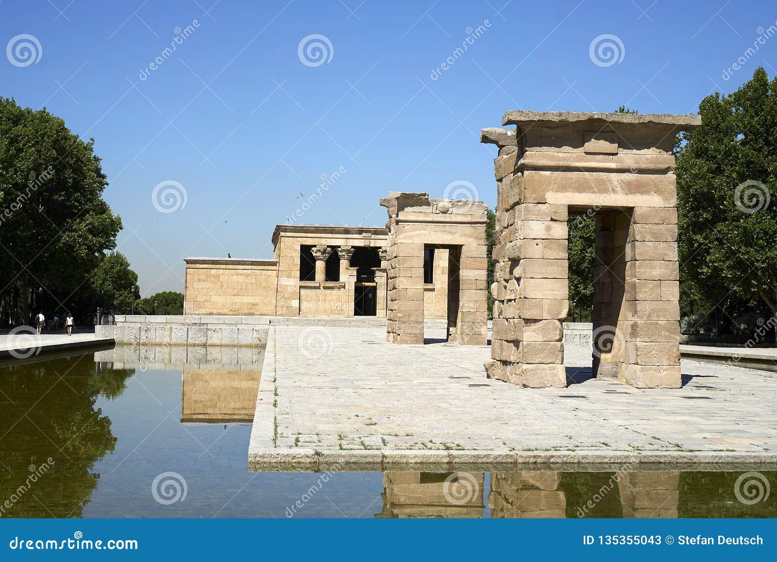 Templo de Debod an einem klaren Sommertag