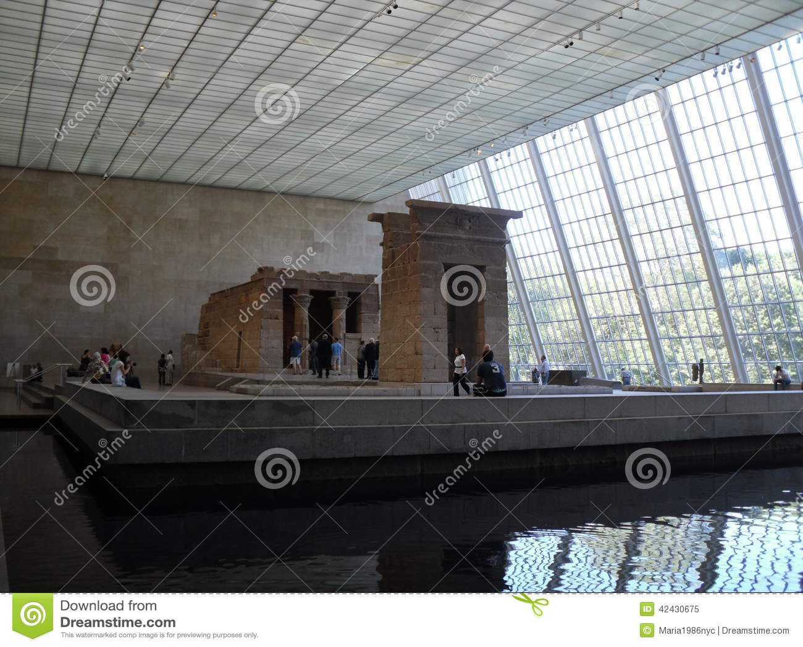 Templo de Dendur en museo de arte metropolitana