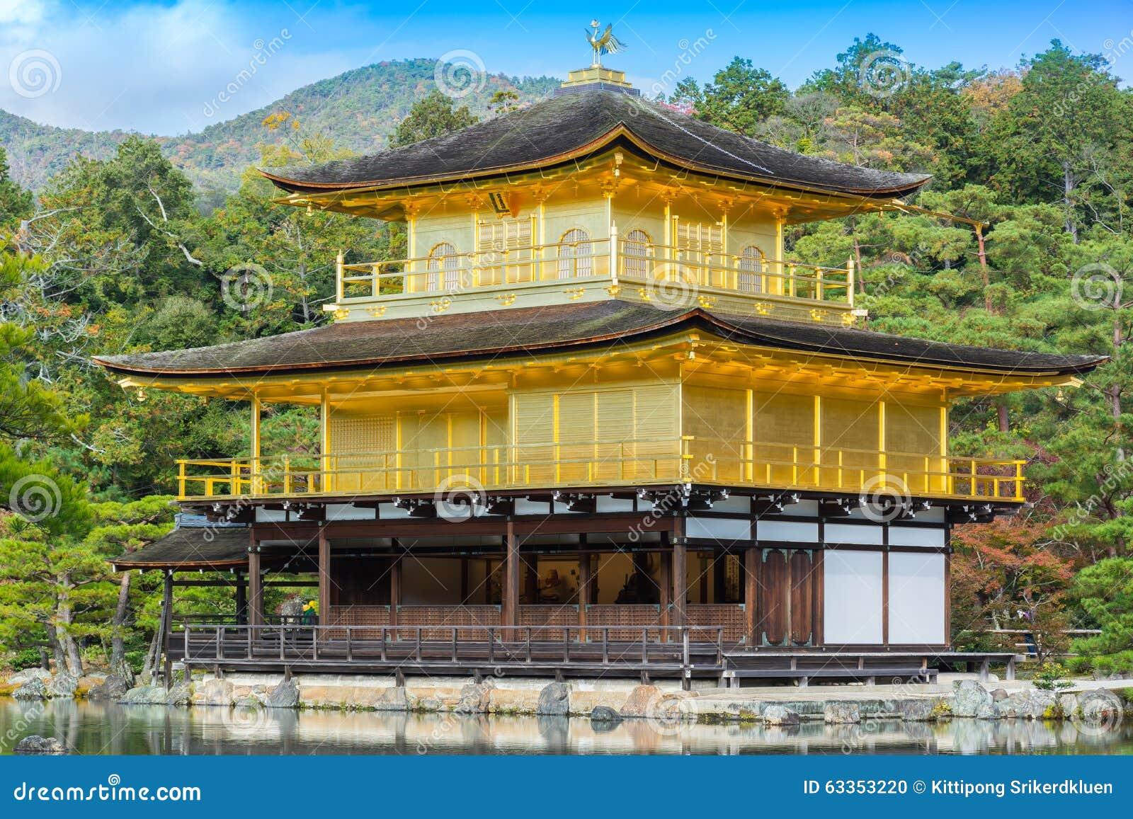 Templo de Kinkakuji (el pabellón de oro) en primer