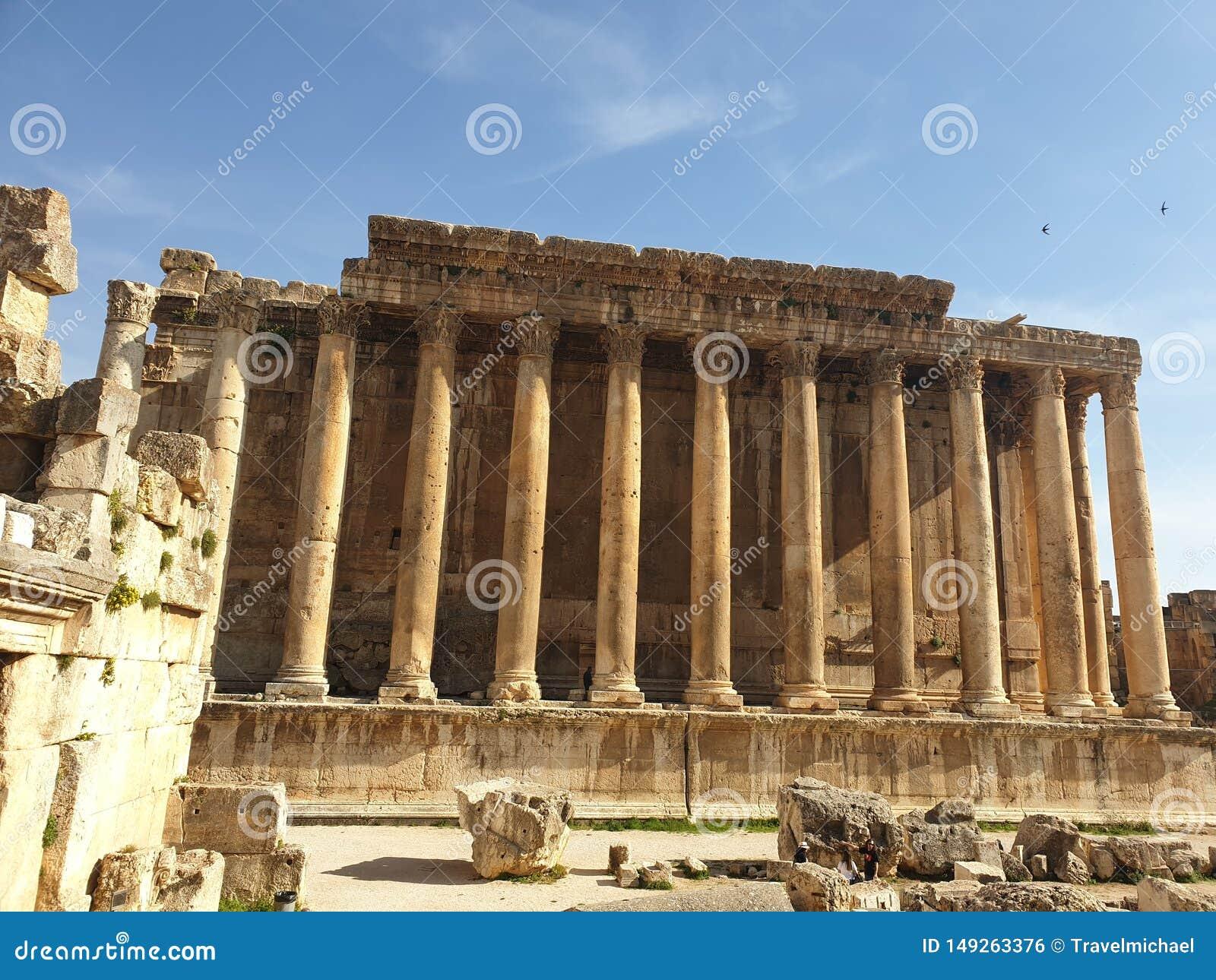 Templo de L?bano Baalbek do bacchus Ruine completo fora do dia ensolarado