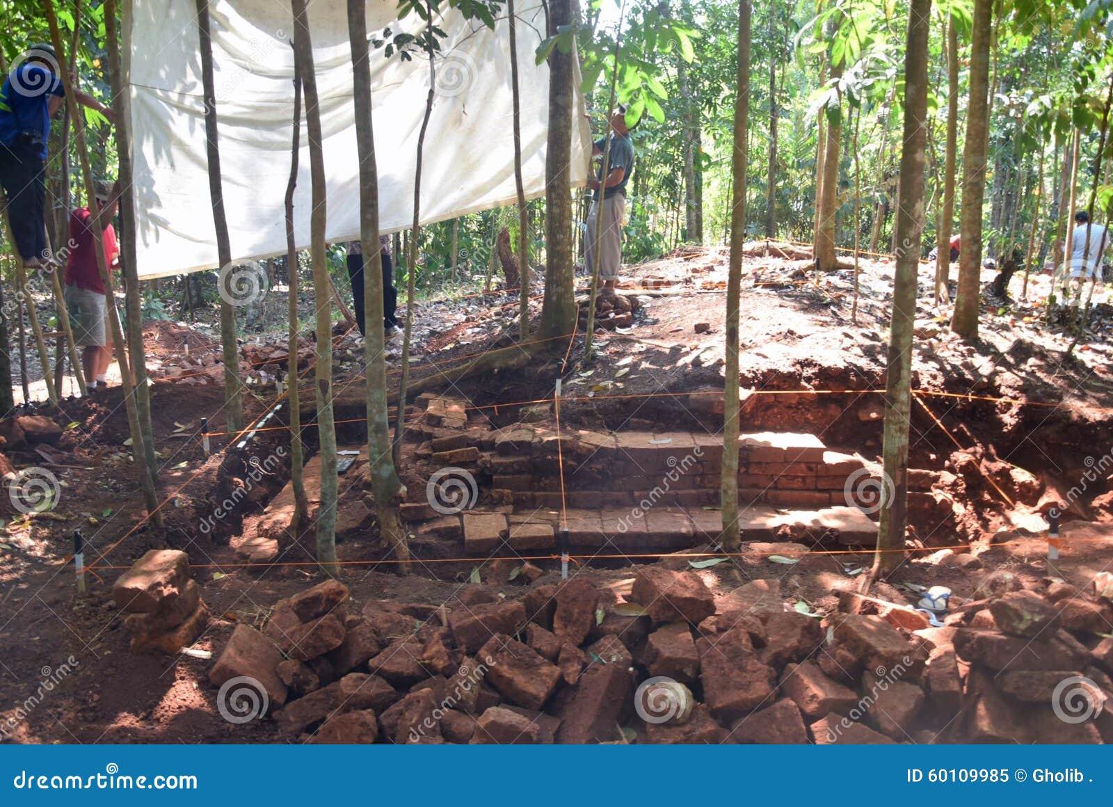TEMPLO de la excavación del EDIFICIO