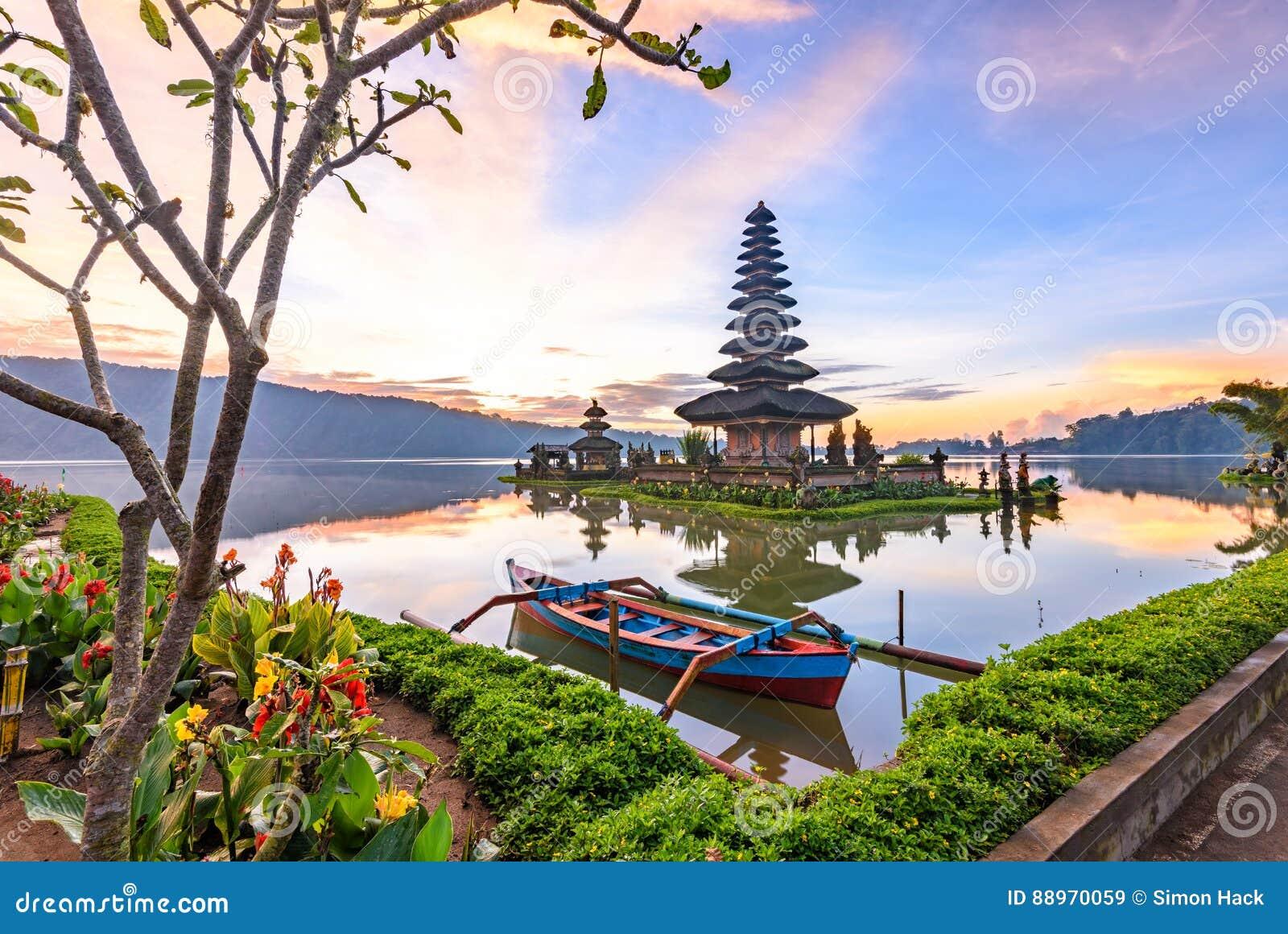 Templo de Pura Ulun Danu Bratan en la isla de Bali en Indonesia 5