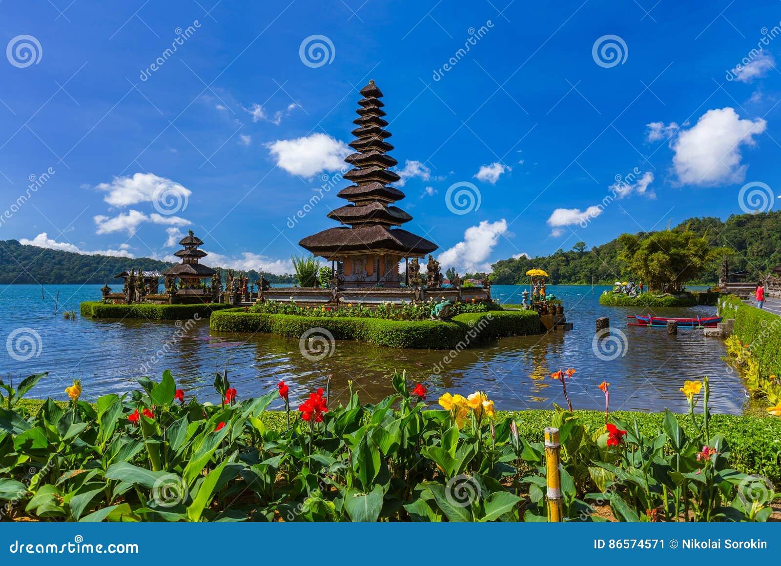 Templo de Ulun Danu - ilha Indonésia de Bali