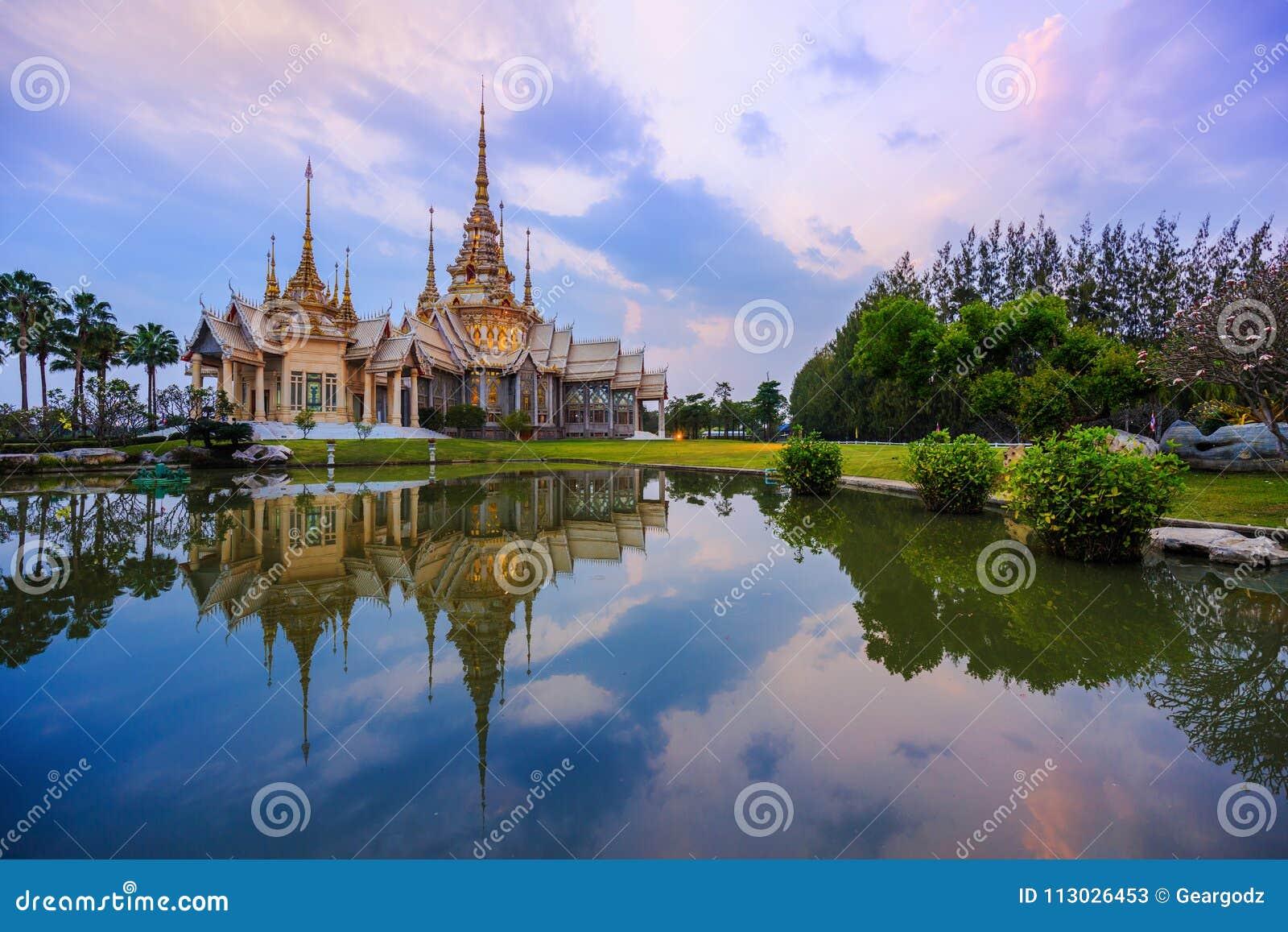 Templo de Wat None Kum en Nakhon Ratchasima, Tailandia