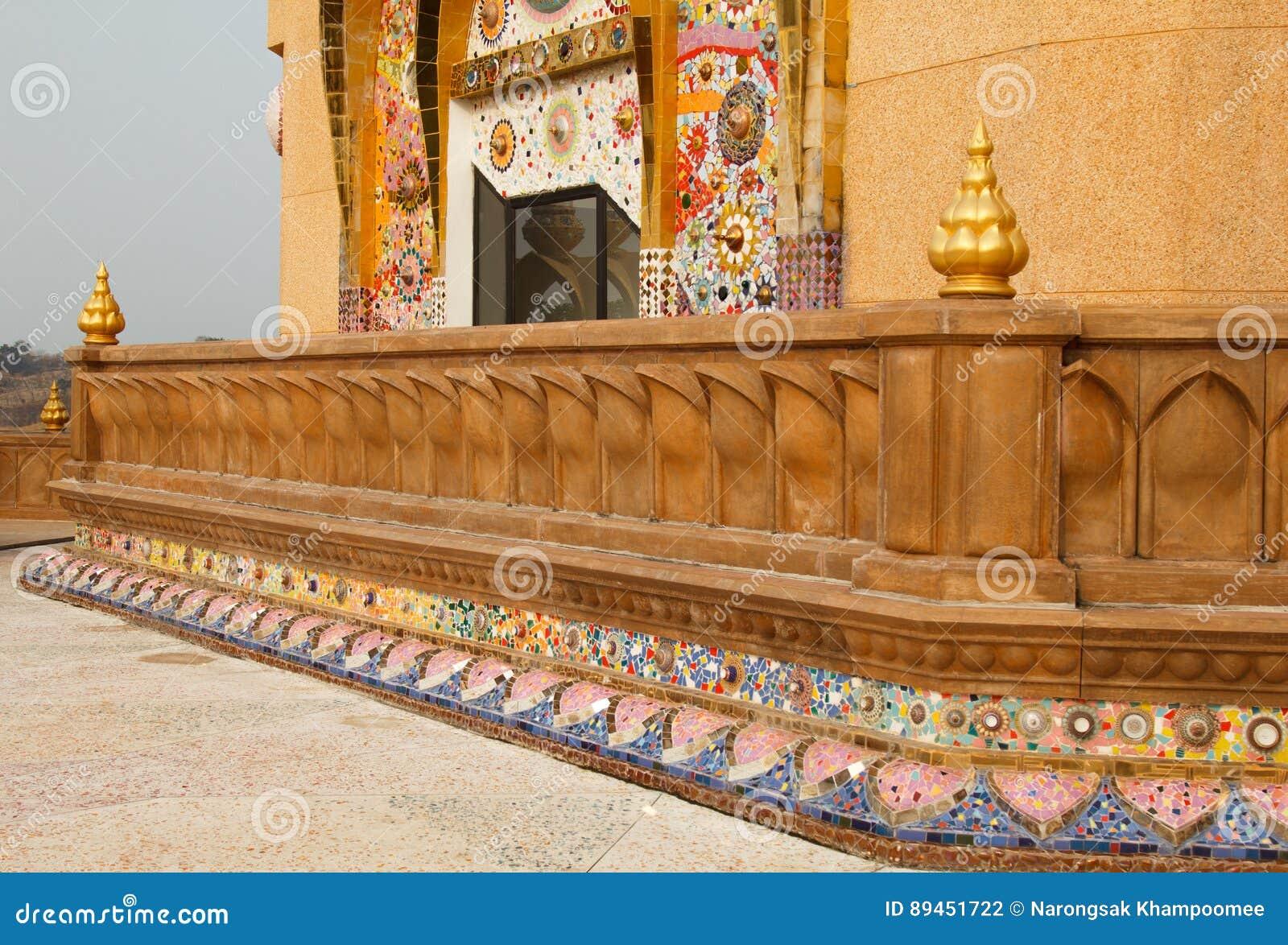 Templo do phasornkaew de Wat, opinião de A do templo bonito Localizado no pH