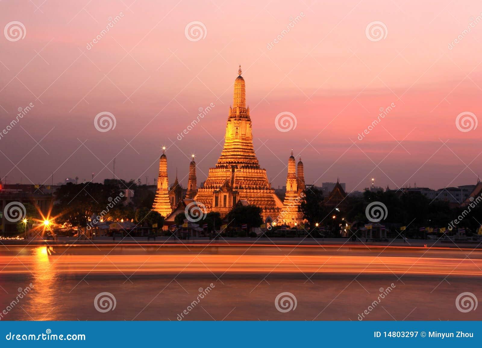 Templo en sunset.bangkok.tailand