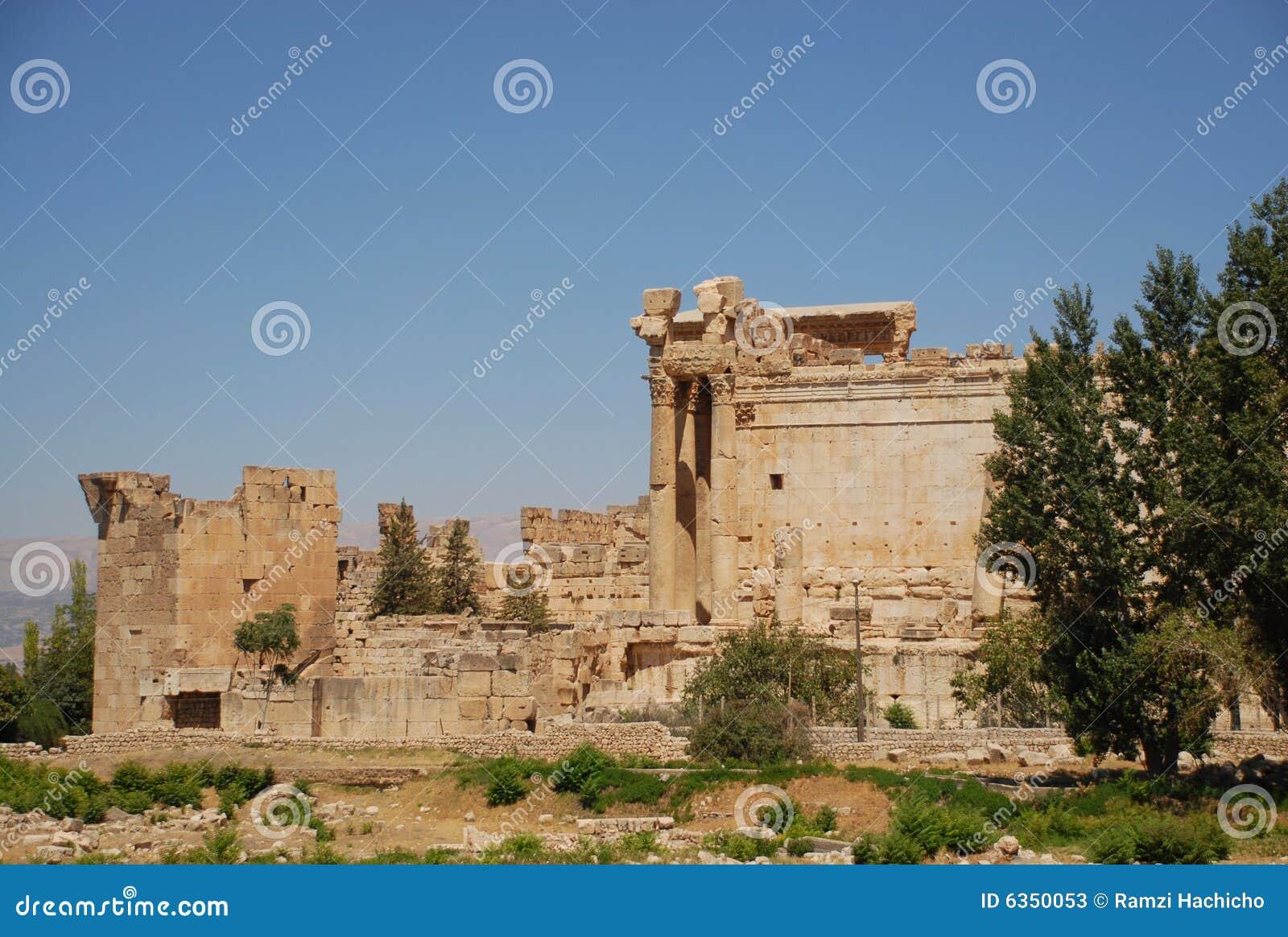 Templo romano do bacchus das ruínas